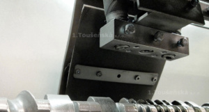 head for nozzles of screw cleaning machines