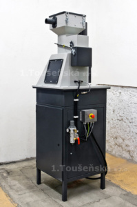 pneumatic abrasive delivery system for blasting cabinet