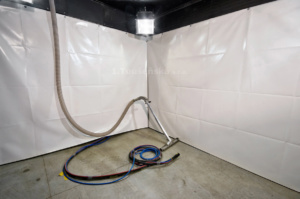 pneumatic blasting room for glass bead blasting with pneumatic blast media collector