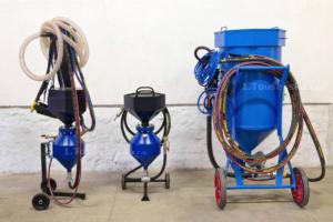 mobile pneumatic sandblast units of various sizes
