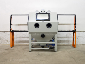 positioning blast cabinet with roller tracks for float glass blasting