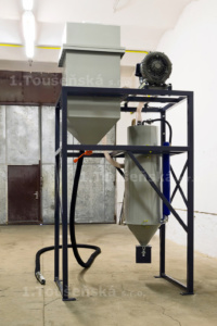 pneumatic abrasive delivery system for blast boxes